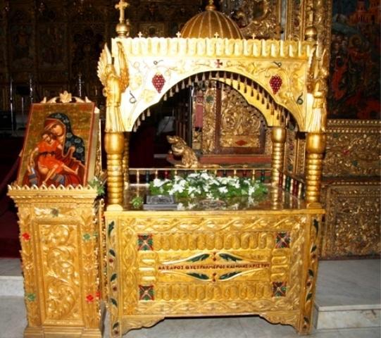 Сень с мощами прав.Лазаря и икона Киккской Божьей Матери в храме прав.Лазаря в Ларнаке, Кипр.